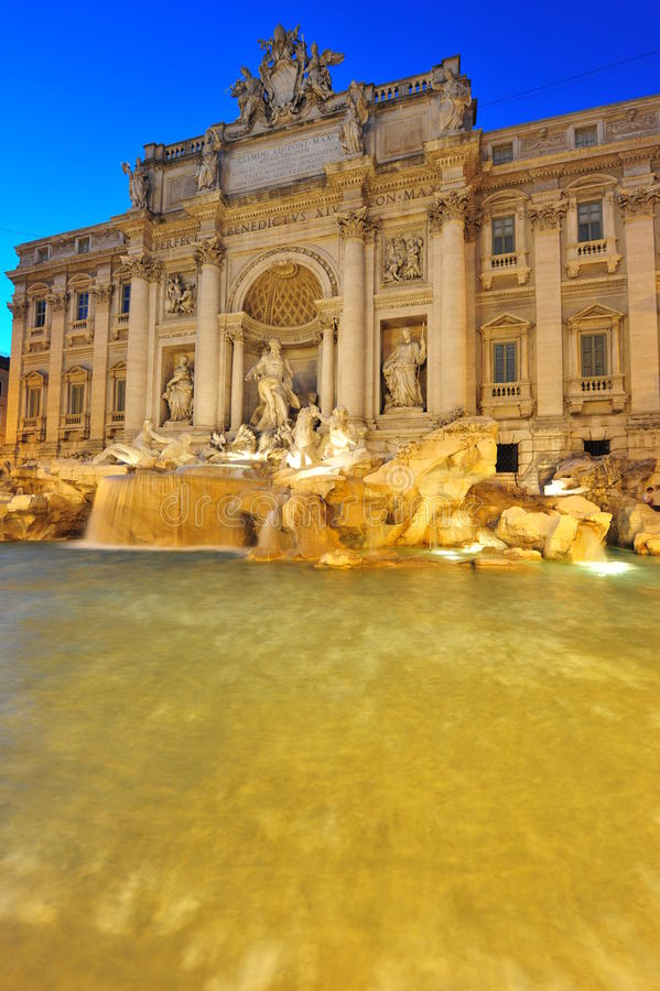 di Fontana magicznych noc rzymski trevi obraz stock