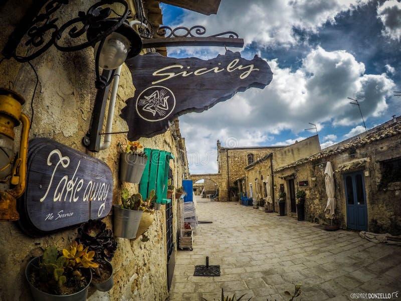 Di Marzamemi di Borgo di marinai fotografie stock libere da diritti