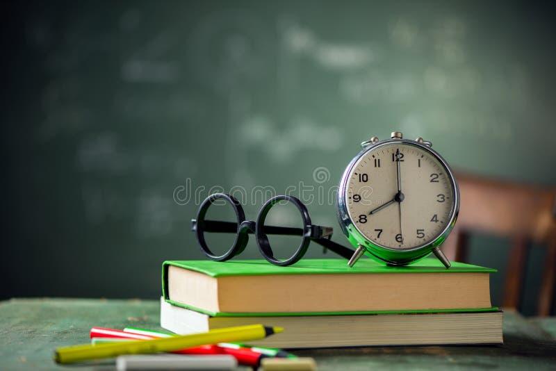 8 di mattina di nuovo al concetto della scuola immagine stock libera da diritti