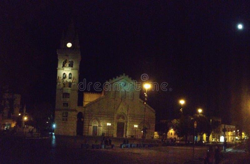 Di Messina do domo na noite fotos de stock royalty free