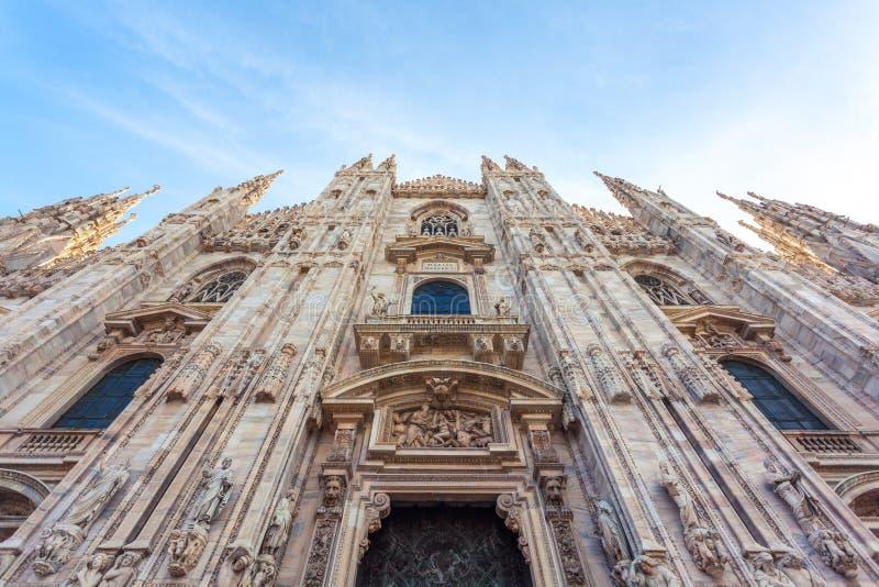 Di Milão do domo - a igreja da catedral de Milão fotos de stock royalty free