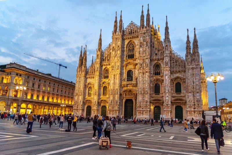 Di Milano del duomo o della cattedrale alla notte a Milano L'Italia immagine stock libera da diritti
