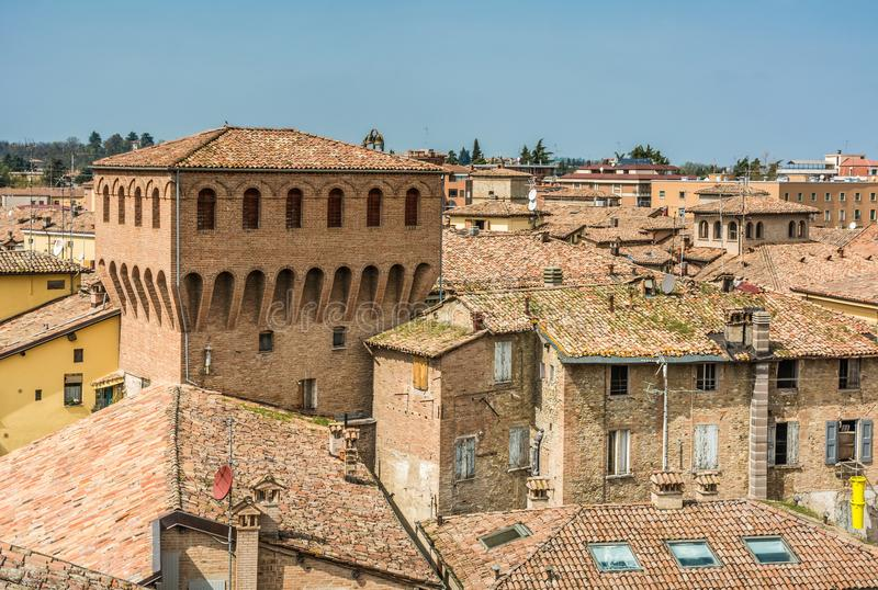 Di Modena de Castelvetro, Itália Vista da cidade Castelvetro tem uma aparência pitoresca, com um perfil caracterizado pelo emer fotografia de stock royalty free