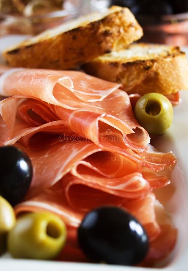 di olives帕尔马prosciutto 免版税图库摄影