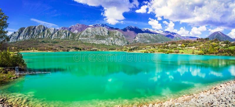 Di originais Castel San Vincenzo de Lago do lago de turquesa em Molise, AIE fotos de stock