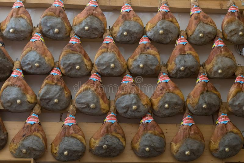 Di Parme - jambons traditionnels italiens, Bologna de Prosciutto, avril 2019 photo libre de droits