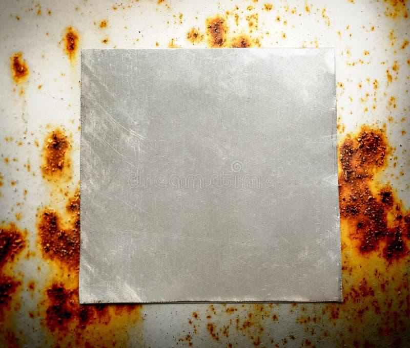 Di piastra metallica quadrato in bianco fotografia stock