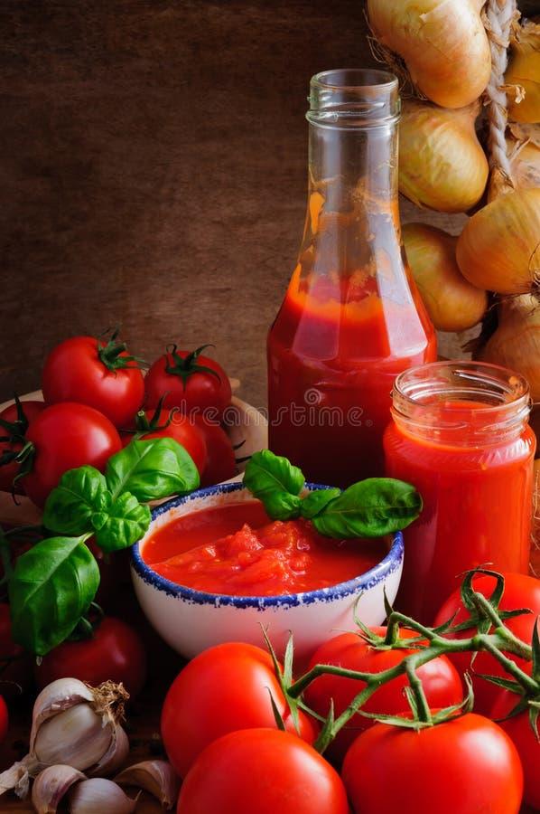 Di pomodori della salsa vita ancora fotografia stock libera da diritti