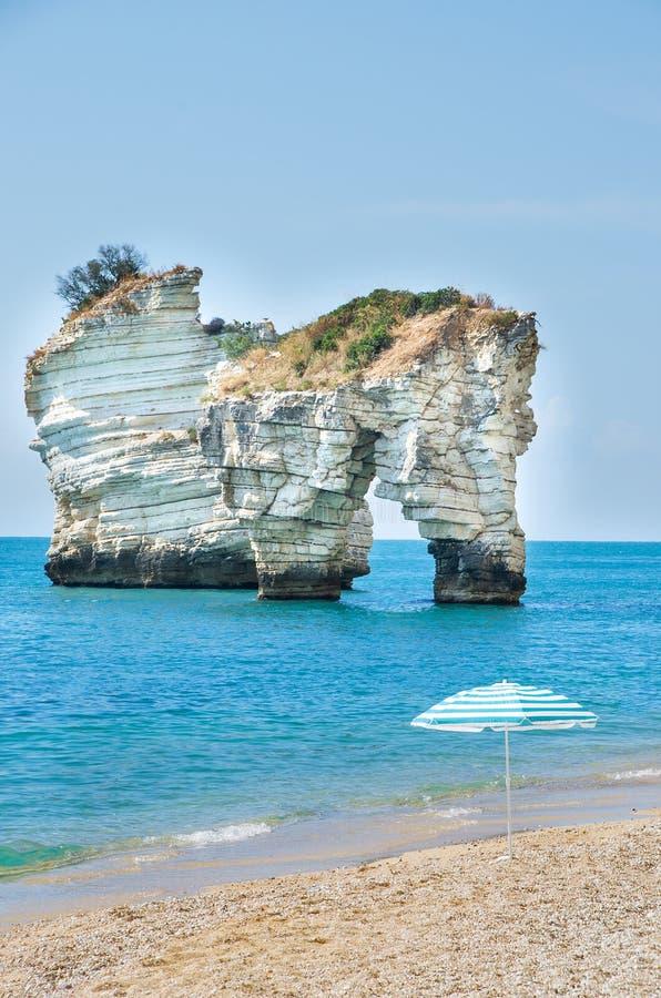 Di Puglia de Gargano - de Faraglioni - plage de Zagare de delle de Baia photos libres de droits