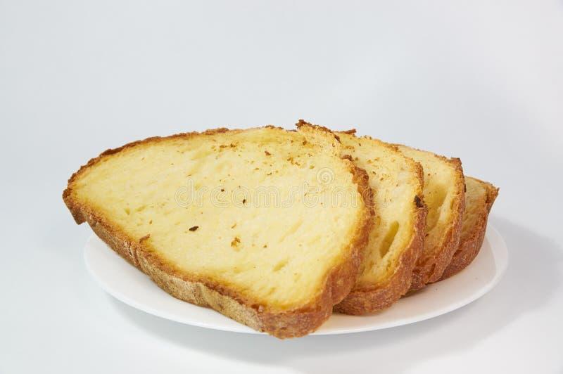 Di recente pane al forno dorato affettato in pezzi sottili fotografie stock