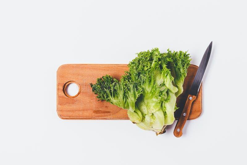 Di recente testa del taglio di lattuga verde immagini stock libere da diritti