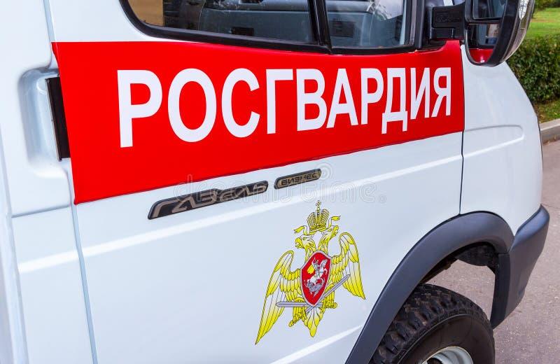 ` Di Rosgvardia del ` dell'iscrizione ed emblema delle truppe della protezione nazionale della Federazione Russa immagini stock libere da diritti