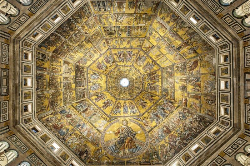 Di San Giovanni de Battistero ou Baptistery de St John o batista, interior Mosaico-decorado da abóbada em Florença, Itália foto de stock