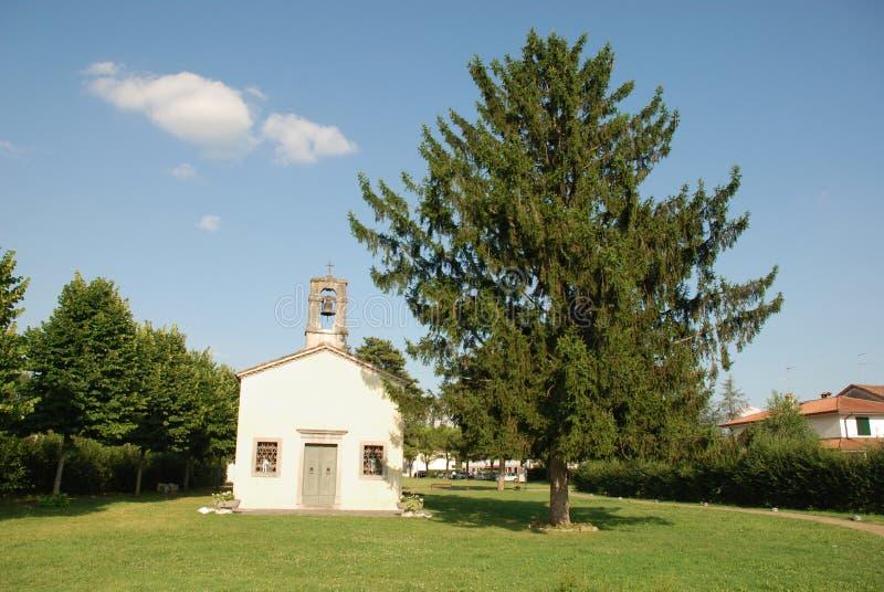 Di San Giovanni de Chiesa avec l'arbre image libre de droits