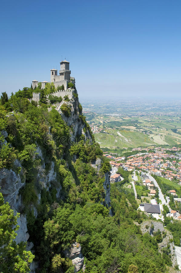 Di San Marino - primera torre Guaita Vert de Repubblica imagen de archivo