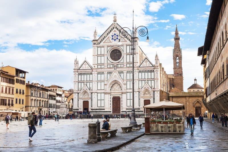 Di Santa Croce de la plaza con los di Santa Croce de la basílica imágenes de archivo libres de regalías