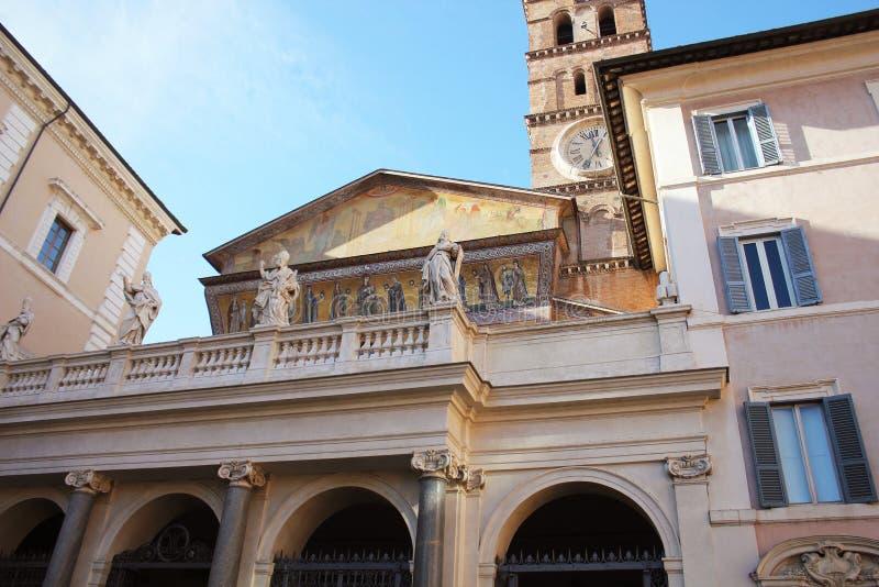 Di Santa Maria de la basílica en Trastevere Trastevere ain en la puesta del sol, Roma, Italia Trastevere es rione de Roma, en Cis fotografía de archivo libre de regalías