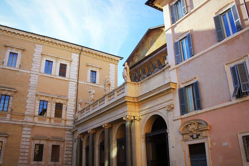 Di Santa Maria de la basílica en Trastevere Trastevere ain en la puesta del sol, Roma, Italia Trastevere es rione de Roma, en Cis fotos de archivo libres de regalías