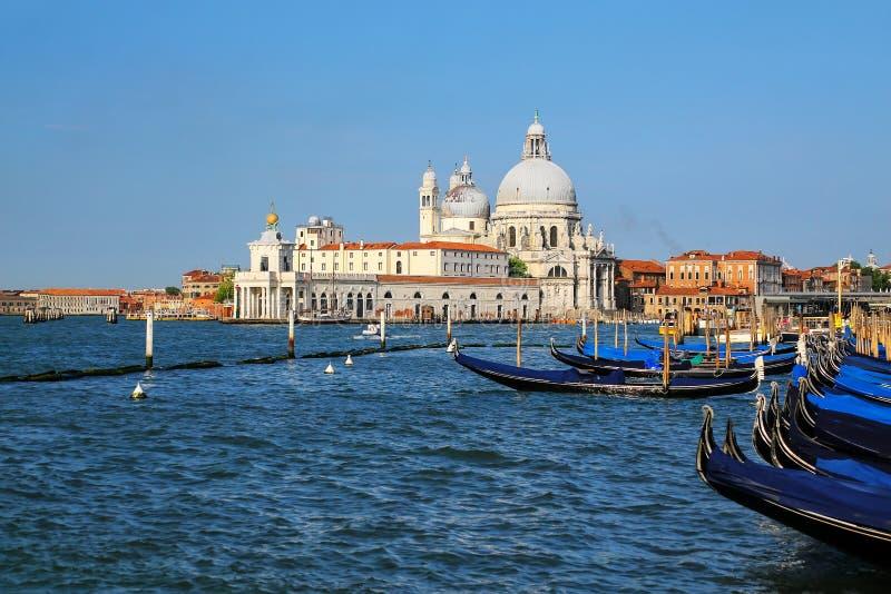 Di Santa Maria della Salute da bas?lica no della Dogana de Punta em Veneza, It?lia imagens de stock