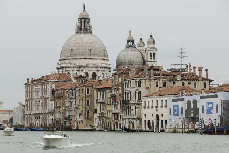 Di Santa Maria della Salute, Grand Canal y laguna - Venecia de la basílica imagen de archivo libre de regalías