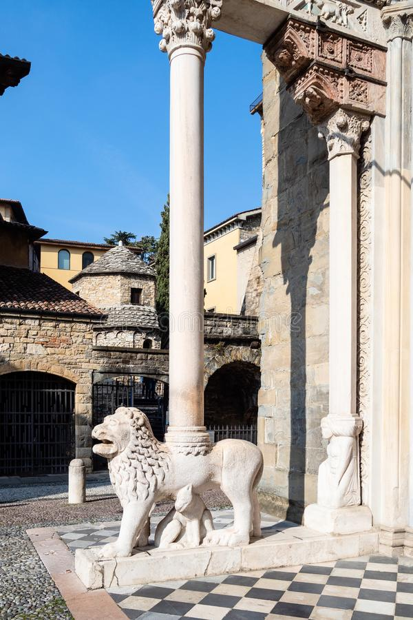 Di Santa Maria Maggiore van de portiekbasiliek in Bergamo royalty-vrije stock foto's