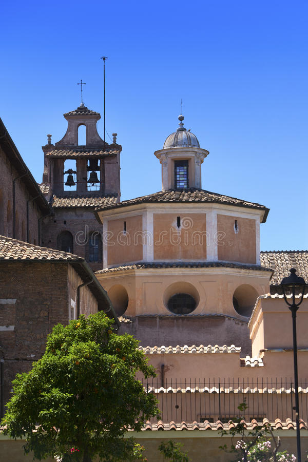 Di Santa Sabina da basílica, parque de Savello no monte de Palatine roma Italy imagem de stock