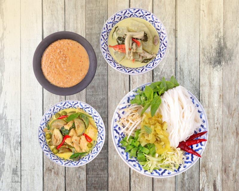 di struttura e di alimento tailandese popolare, tagliatella di riso con il lato immagine stock