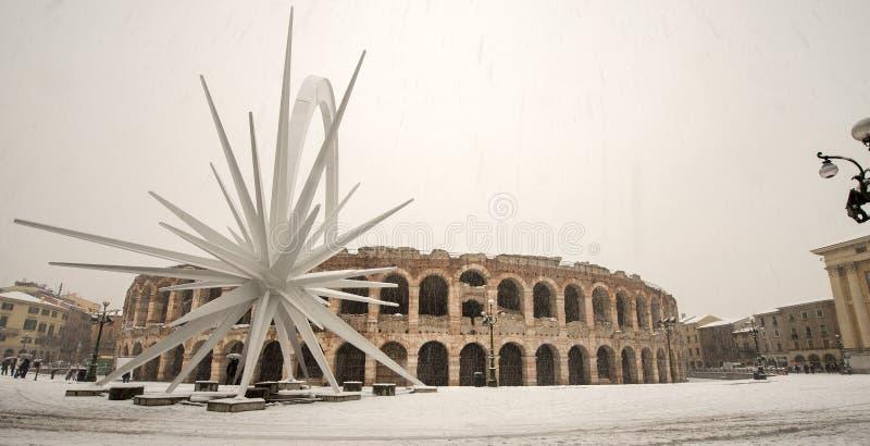 Di Verona com a neve - Vêneto Itália da arena fotografia de stock