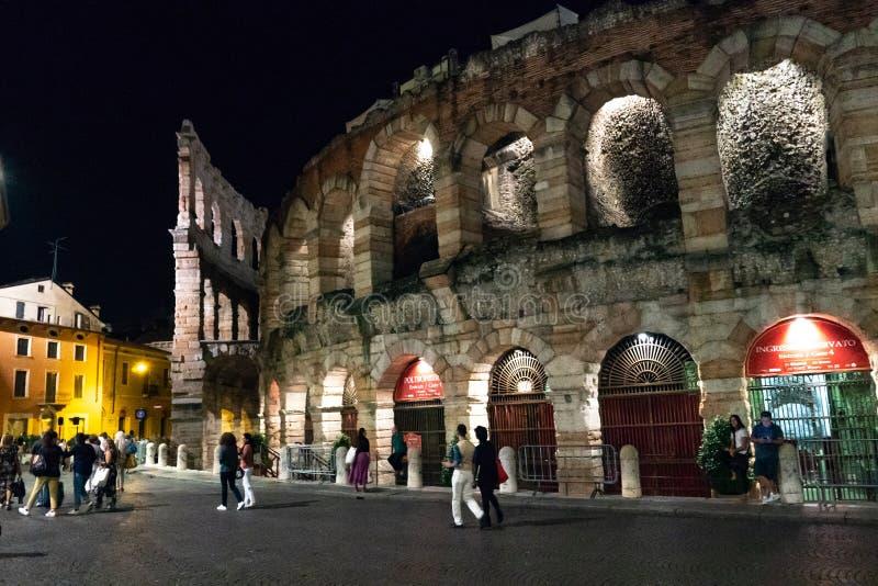 Di Verona da arena na noite imagens de stock