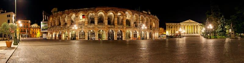 Di Verona da arena por Noite - Italy fotografia de stock royalty free