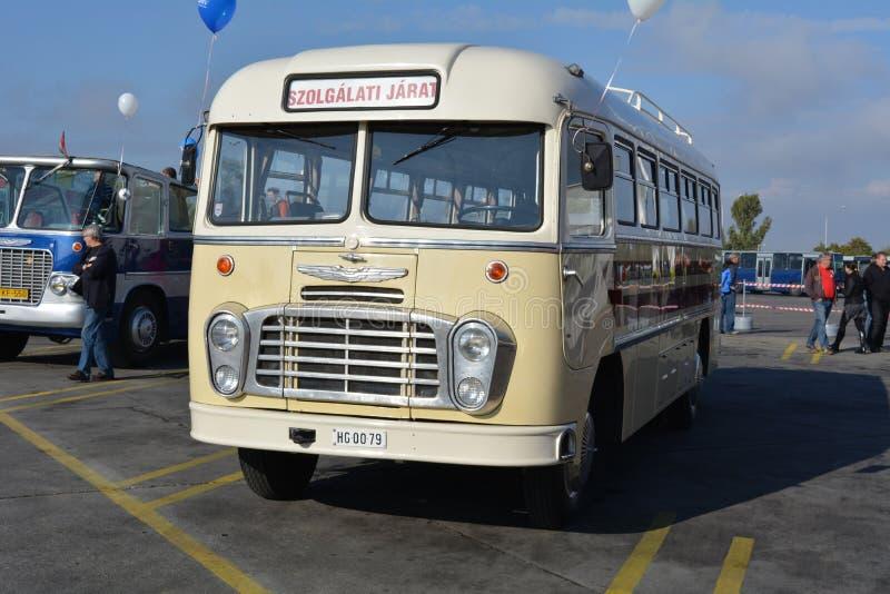 Dia aberto do público na garagem de 40 anos Cinkota IV do ônibus foto de stock