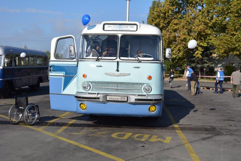 Dia aberto do público na garagem de 40 anos Cinkota XI do ônibus imagens de stock royalty free