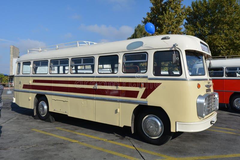 Dia aberto do público na garagem de 40 anos Cinkota XVII do ônibus foto de stock royalty free