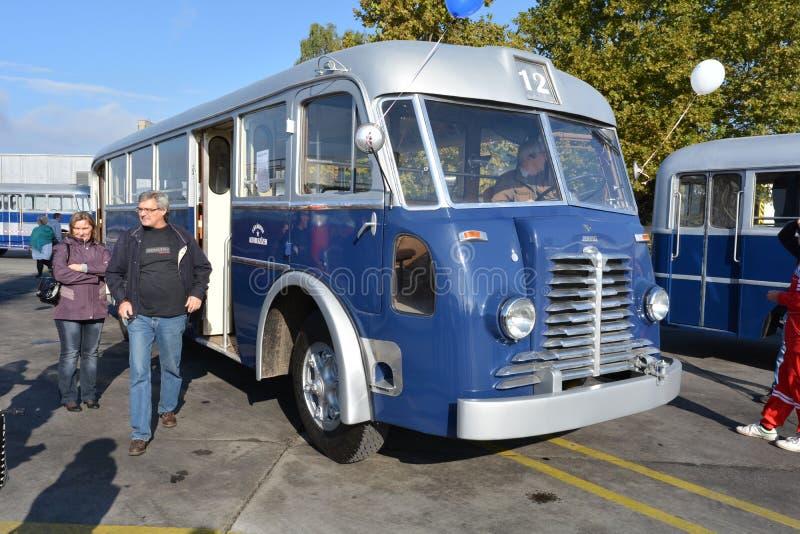 Dia aberto do público na garagem de 40 anos Cinkota XXII do ônibus fotografia de stock
