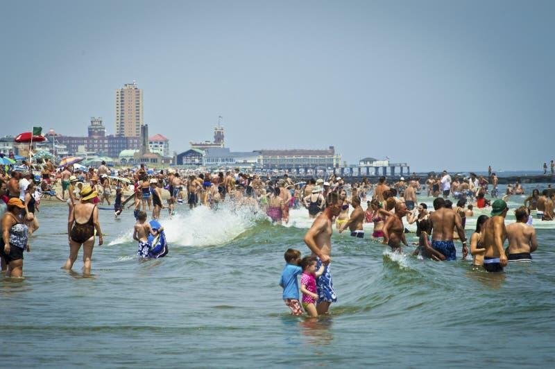 Dia Avon da praia pelo mar imagem de stock royalty free