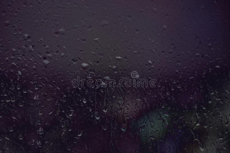 Dia chuvoso na janela imagens de stock