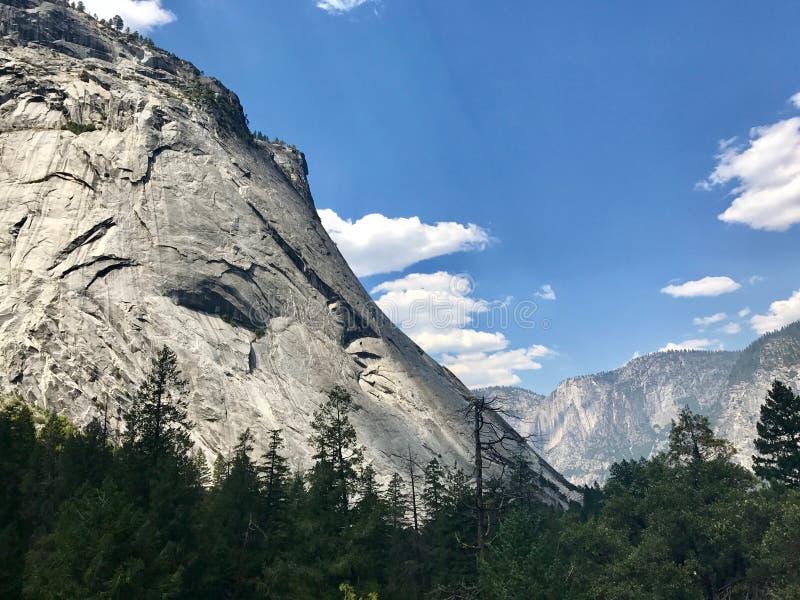 Dia claro do vale de Yosemite imagens de stock