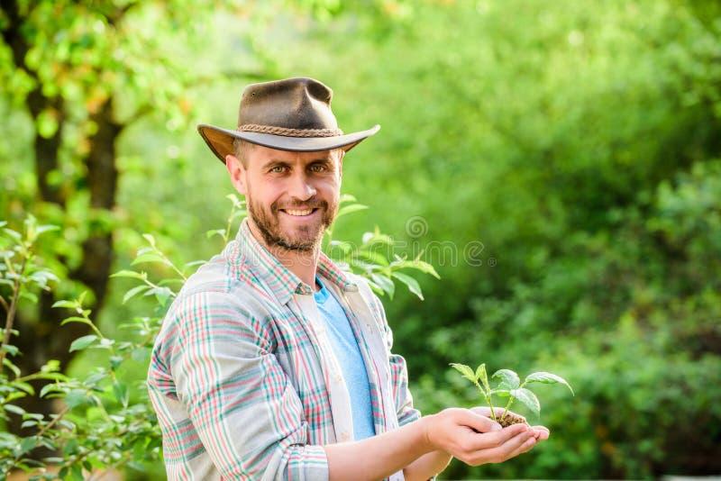 Dia da Terra feliz Vida de Eco cultivo e cultivo da agricultura Jardinagem Trabalhador de explora??o agr?cola de Eco Dia de terra fotografia de stock royalty free