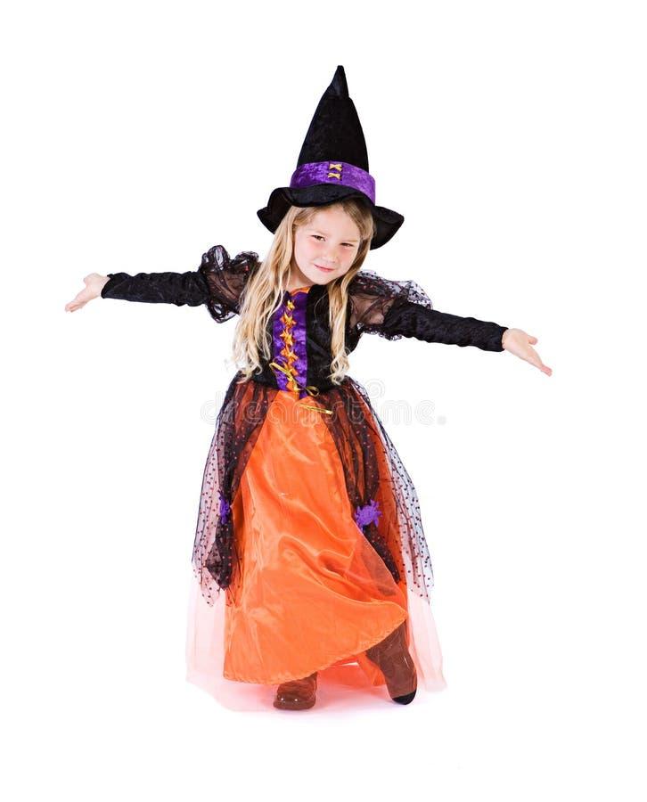 Dia das Bruxas: Bruxa bonito da menina com os braços estendido fotografia de stock