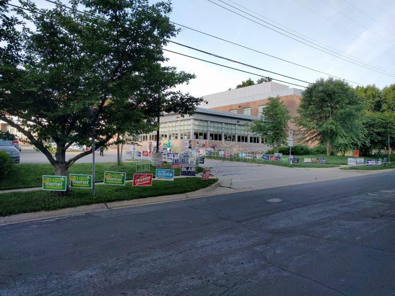 Dia de eleições primárias em Bethesda norte, Maryland, EUA imagens de stock royalty free