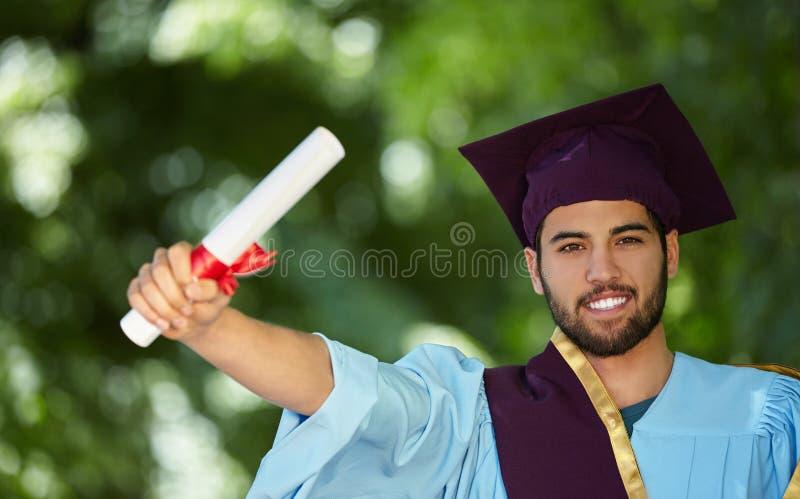 Dia de graduação do estudante masculino imagem de stock
