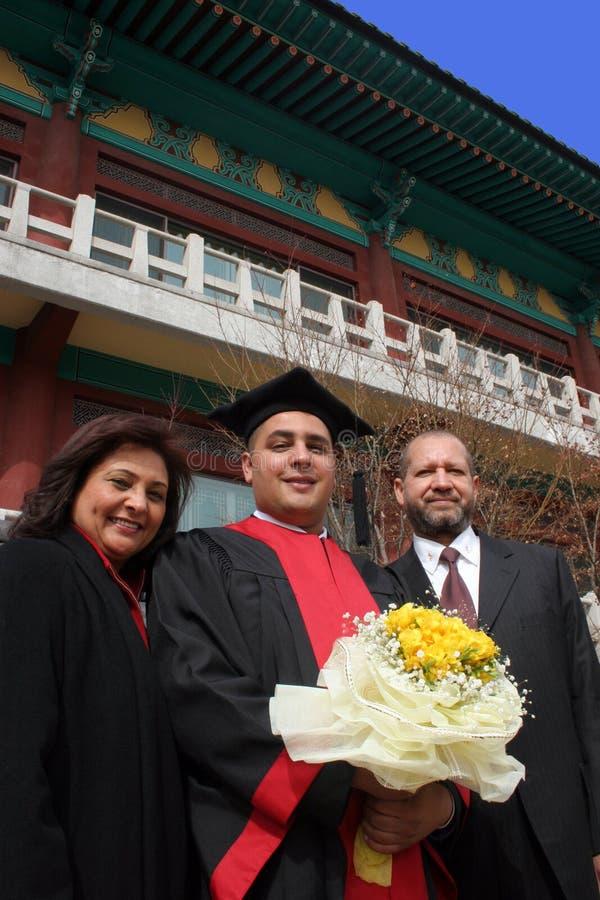 Dia de graduação para um estudante internacional em um universi asiático imagem de stock