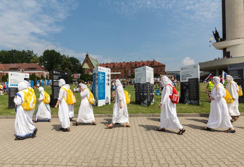 Dia de juventude de mundo 2016 - missionários da caridade no santuário da mercê divina em Lagiewniki imagens de stock