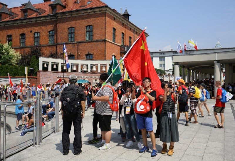 Dia de juventude de mundo 2016 - peregrinos de China no santuário da mercê divina em Lagiewniki Cracow fotografia de stock royalty free