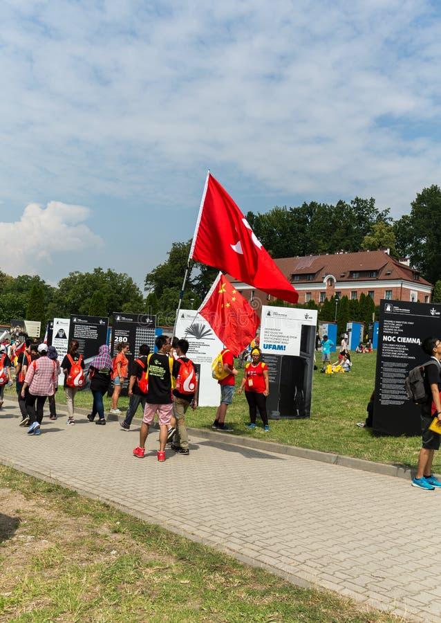 Dia de juventude de mundo 2016 - peregrinos de China no santuário da mercê divina em Lagiewniki Cracow imagem de stock