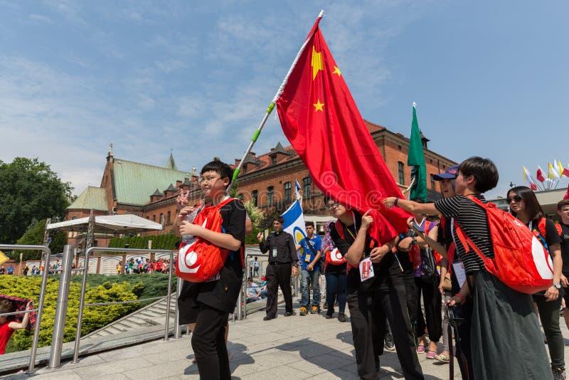 Dia de juventude de mundo 2016 - peregrinos de China no santuário da mercê divina em Lagiewniki Cracow foto de stock royalty free