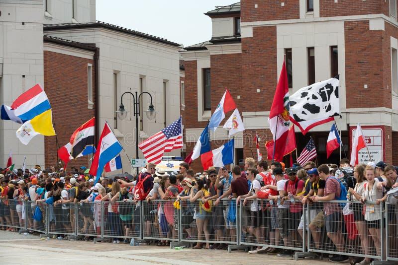 Dia de juventude de mundo 2016 - peregrinos no centro do papa John Paul II Lagiewniki foto de stock