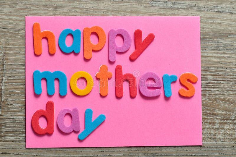 Dia de mães feliz em uma nota cor-de-rosa fotografia de stock royalty free