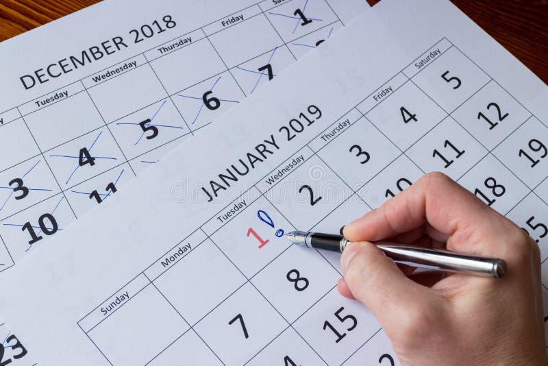Dia de marcação da mão primeiro de janeiro, começando ano novo fotos de stock royalty free