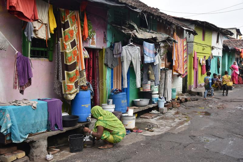 Dia a dia de moradores do precário na cidade de Kolkata fotografia de stock